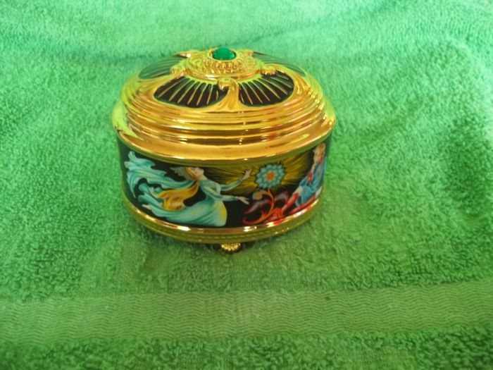 """The House of Fabergé - """"Cinderella"""" Music and jewellery box - 24 Carat gold plated - Limited Edition - Marked on the bottom - Very, very good condition."""