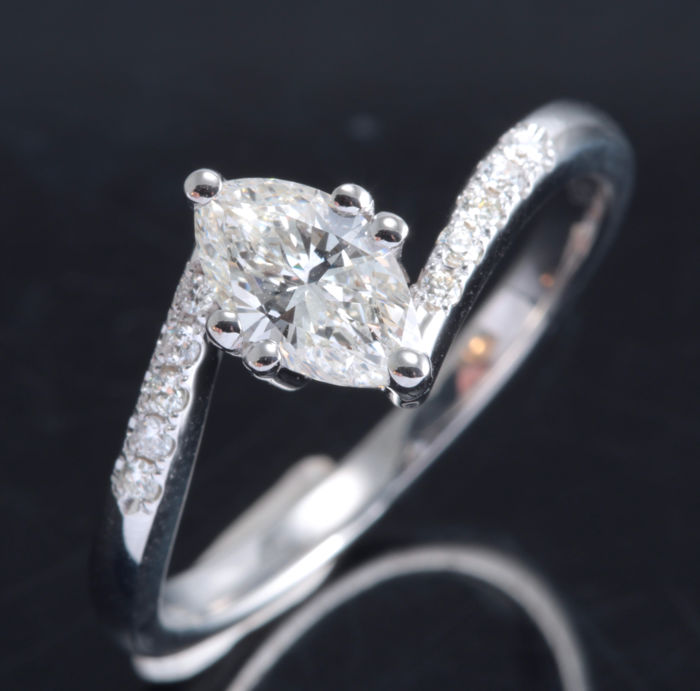 White gold ring 18 kt with marquise cut diamond of 0.65 ct & 10 diamonds - ring size: 54/16.73 mm