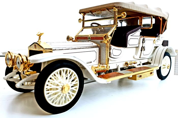 Rolls-Royce Tourer 1911 - Extremely Detailed Model - Made out of 106 different components - Complete with 24 carat gold