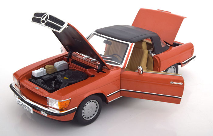 Norev - 1:18 - Mercedes-Benz 300 SL W107 Cabrio met Softtop 1986  - Kleur Red Metallic