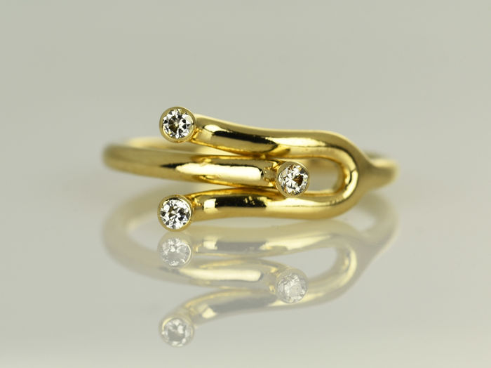 18 kt gold ring with diamonds.  Flexible size: 54 - 55 (ø 17 - 17.5 mm)