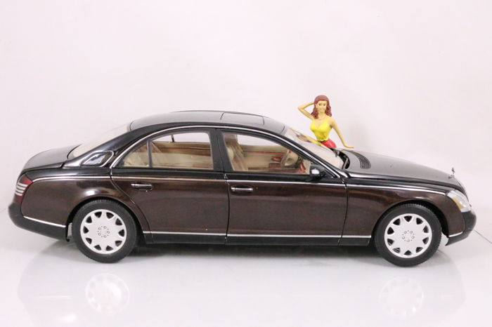 autoart - 1:18 - mercedes benz maybach - + 1:18 figure model - catawiki