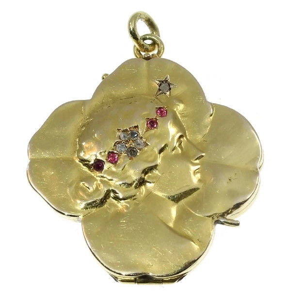 Typical Art Nouveau gold locket pendant shaped as a four leaf clover with lady's portrait