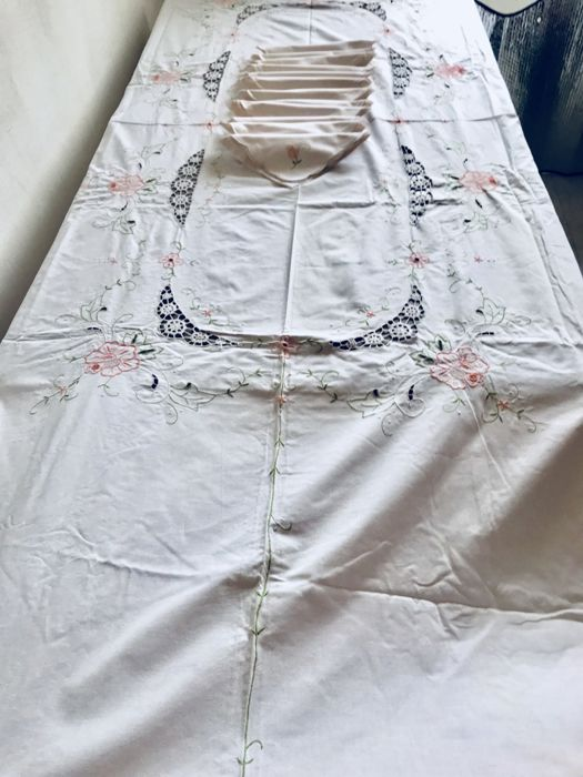 Old set of 12 cotton tablecloth with 12 serviettes