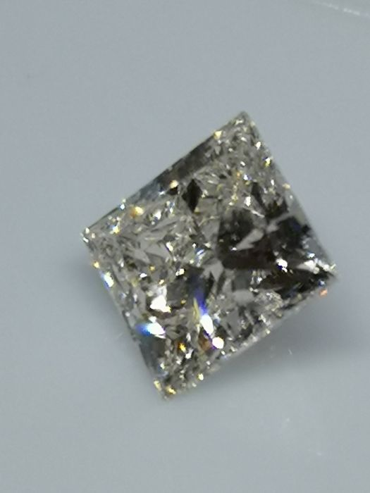 1.01 ct -  Princess - White - H / VS2