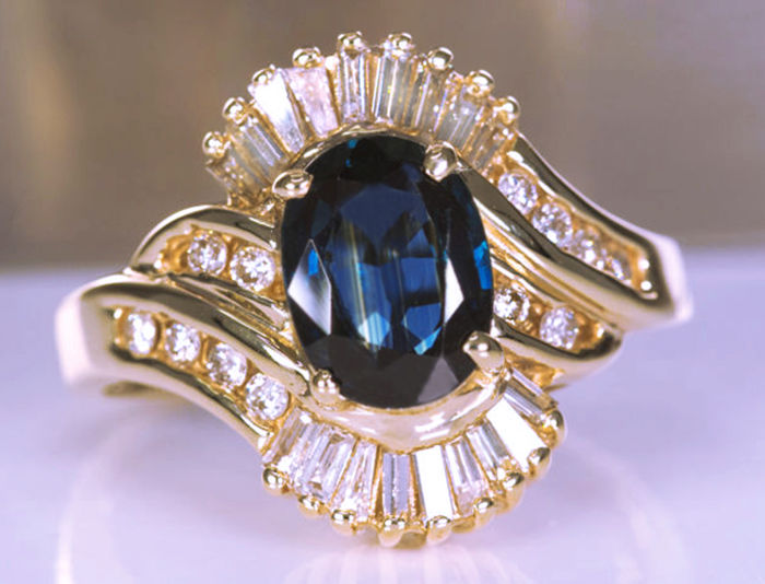 Ring - Gold - 2.93 ct - Sapphire and Diamond