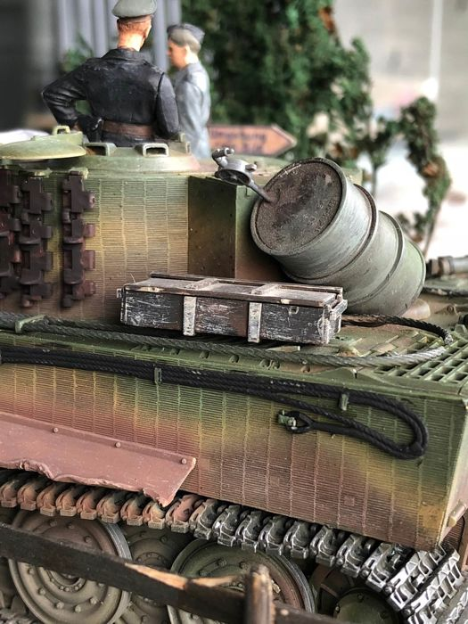 Diorama - scale 1/32 Tiger tank on the ring road - Catawiki