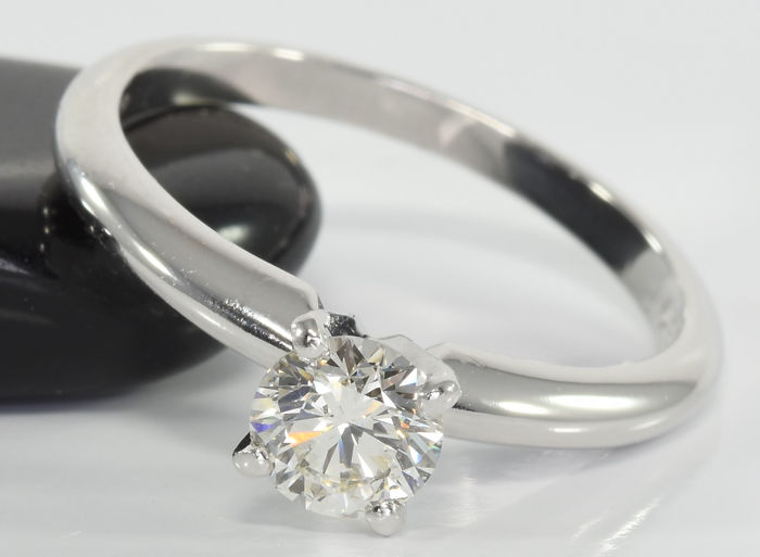 0.60 ct diamond solitaire ring in 14 kt white gold - GIA certificate