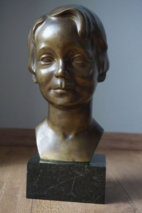 Bronze bust of a young lady - Foundry Brandstetter Munich, Germany - ca. 1920-1930