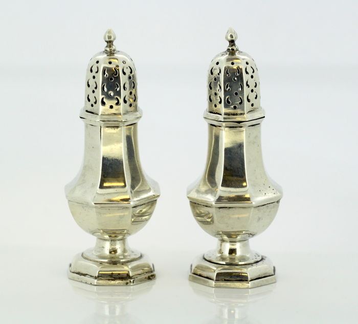 Pair of sterling silver salt & pepper shakers, by William Hutton & Sons Ltd, Birmingham, 1929