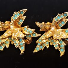 HATTIE CARNEGIE 22kt gold plated faux Turquoise, crystal Earrings from 1940's in excellent condition