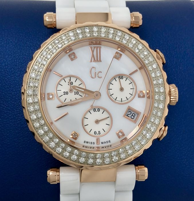 Guess - Diver Chic Chronograph Diamonds Ceramic Swiss  - A28102L2 - Donna - 2011-presente