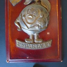Old (signed) brass or bronze plate on wood + jewellery box - 1982 - 'Spain 82'