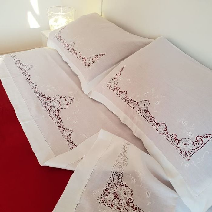 Pure linen double sheets, handmade embroidery with Burano lace High quality Italian craftsmanship.