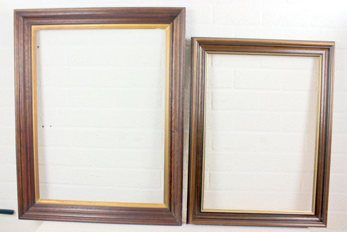 Two large size oak picture frames - Catawiki