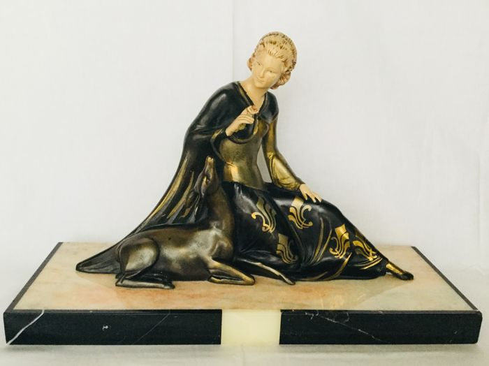 Roggia Menneville (ca 1920/1930) - Distinguished lady with a fawn - Art Deco sculpture