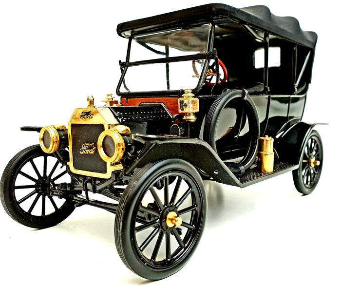 Franklin Mint - Extremely Detailed Ford Model T 1913 Model - With many 24 carat gold plated parts