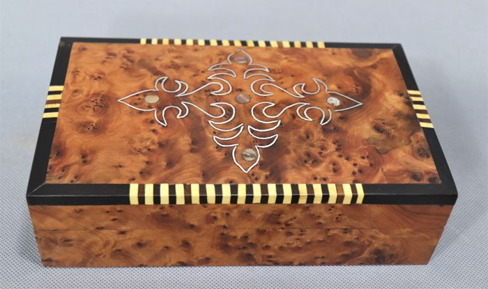 Box, carved and polished by hand in mahogany wood and mother-of-Pearl inclusions