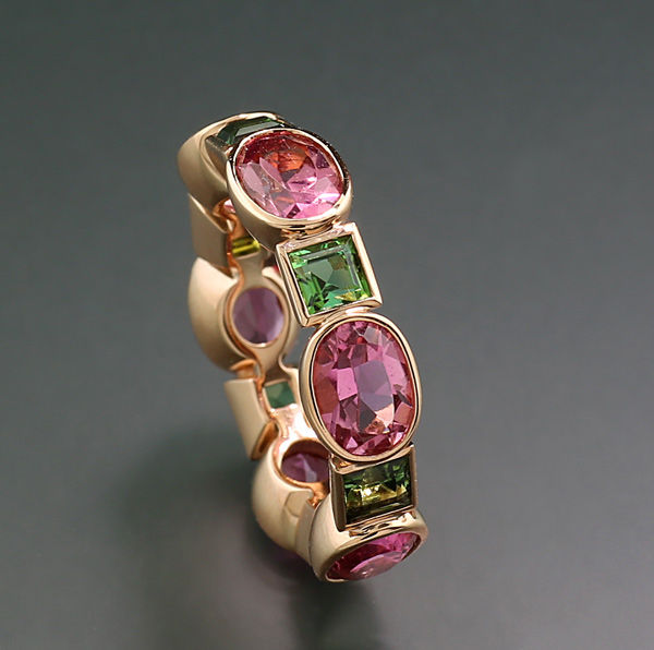Exclusive memory tourmaline ring with a total of 6.53 ct in green and rose, 750 rose gold, 9 grams