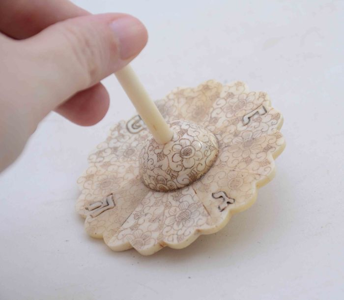 A carved bone spinning top or Dreidel - Flower/fan shape - Hand Paintings - Hannukah - Austria - 1920's