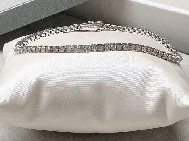 Tennis bracelet in 18 kt/750 gold with diamonds totalling 3.25 ct, made in Italy
