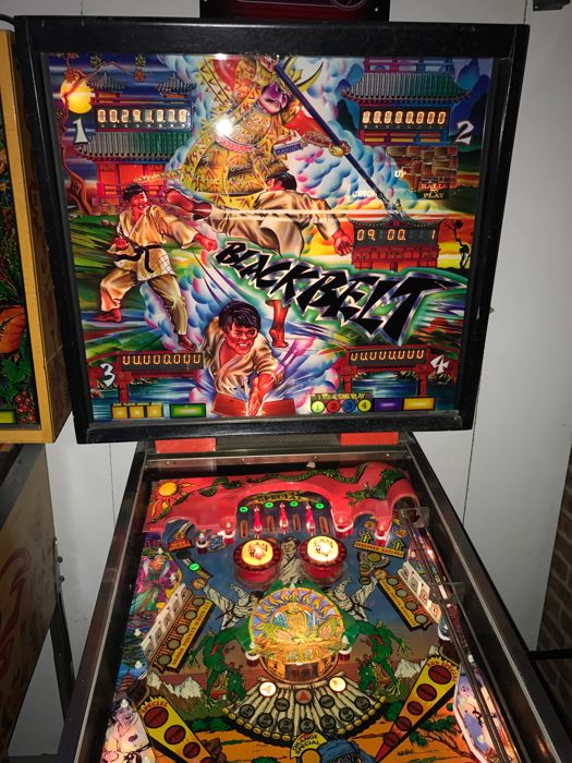 Pinball machine black belt