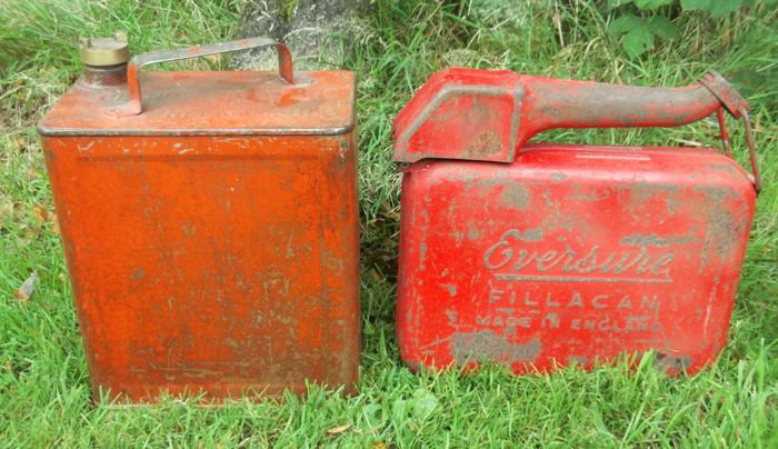 Decoratief object - 2 x Fuel cans Brass cap - 1940-1950 (2 items)