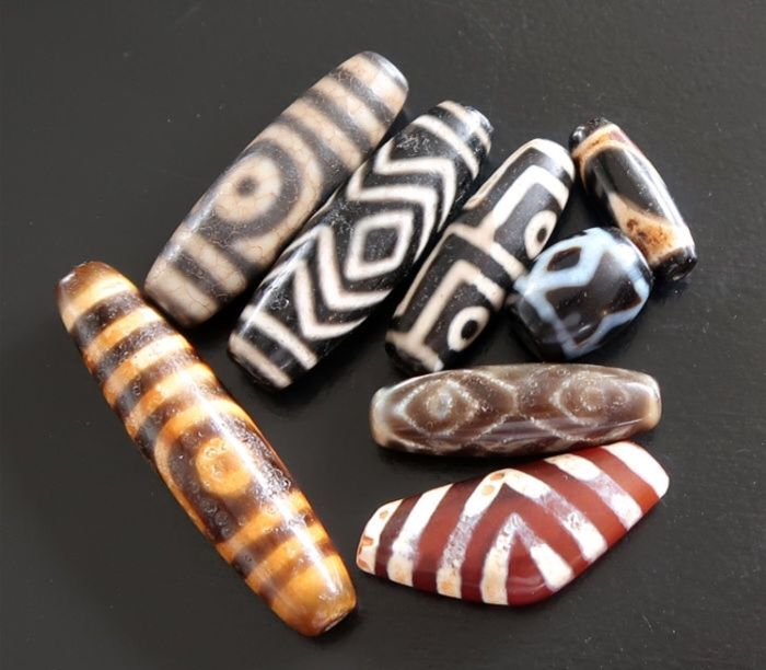 Lot of 8 agate meditation beads, generally worn around the neck as a pendant or around the wrist with a mala.