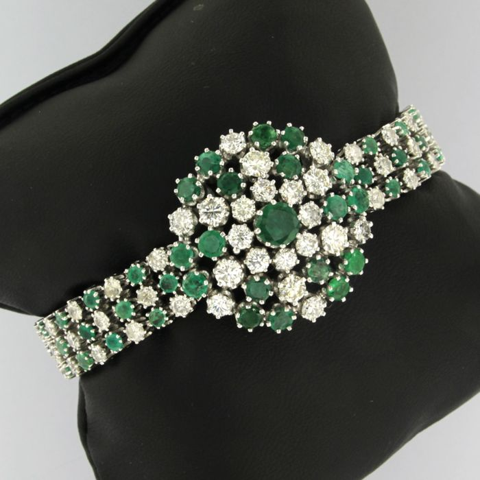 White gold bracelet set with 70 brilliant cut diamonds and 70 brilliant cut emeralds, approx. 14 carat in total