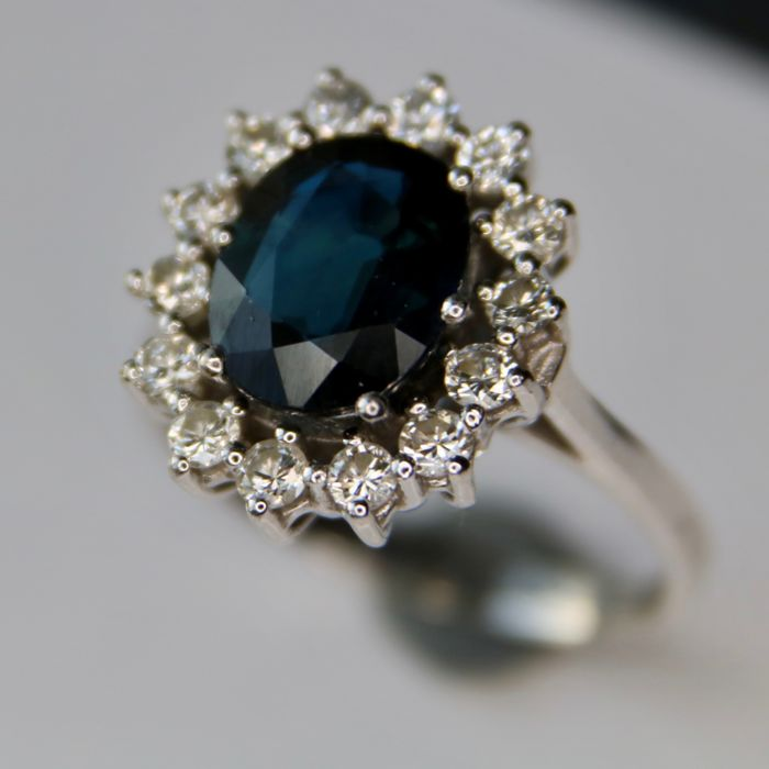 Entourage White gold ring with a Sapphire 2.30Ct. + 0.55Ct. brilliant cut natural Diamonds H/VS (engraved) - size 17,5mm
