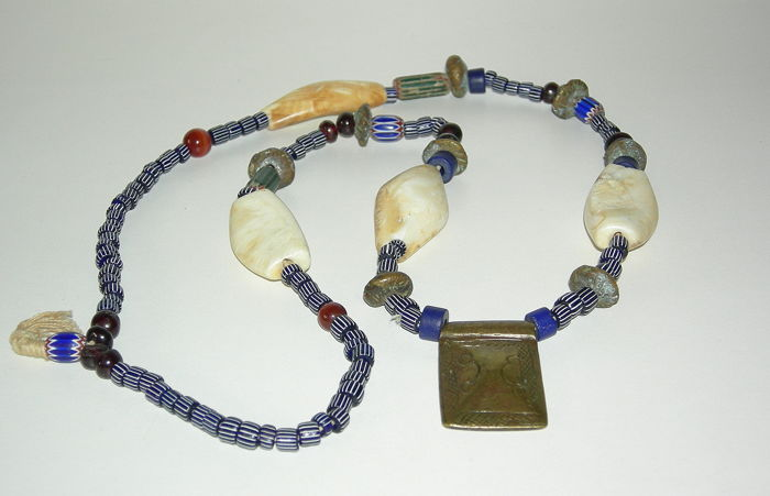 Necklace - Chevron pearls and others - Africa 19th/20th century.