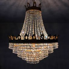 A beautiful crystal chandelier from the 1970s with 1600 glittering crystals