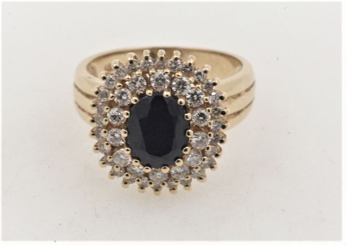 14 kt / 585 gold, sapphire weighing 2.00 ct with diamonds totalling 1.20 ct - Size 57