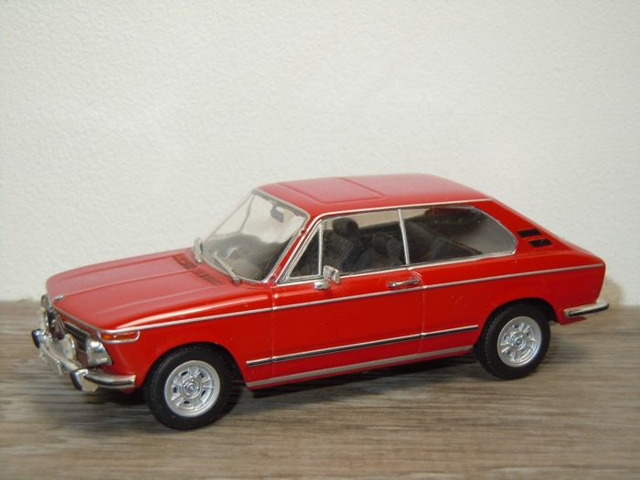MiniChamps - 1:43 - BMW 2000Tii Touring