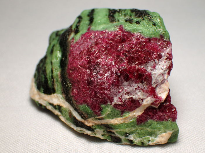 Ruby in Zoisite crystal Untreated - - 58,61x42,74x27,53mm - 377,75ct