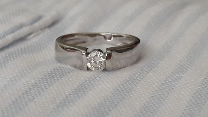 18 k Diamond Ring  ( 0.25 Carat Diamond Ring J VS2 )  -   Ring size : USA 4