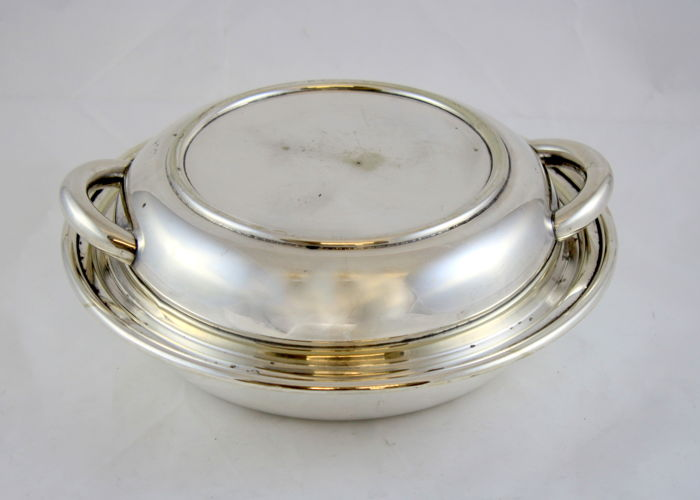 Antique silver plated serving dish, by Yeoman Plate, Made in England Circa 1930's