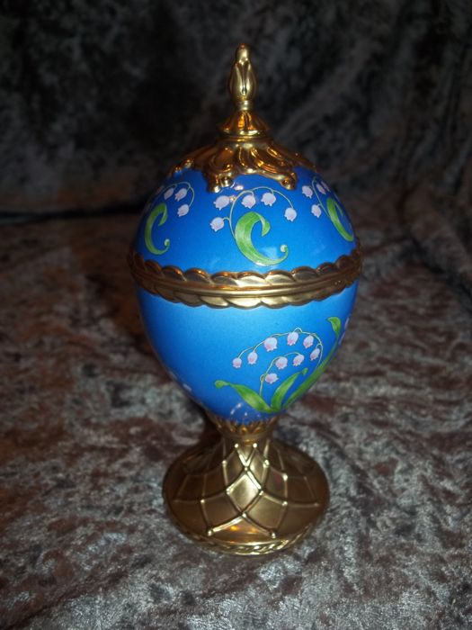 House of Fabergé handmade gold-plated fine porcelain Musical Egg - Lily of the Valley - Plays Tchaikovsky's Dance of the Sugarplum Fairy  - Very good condition.