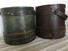 "A set of folk art ""Firkins"" / Vierdekijn stock sizes; storage for butter/sugar/soap and beer/ale with floral pattern - 1st half 19th century"