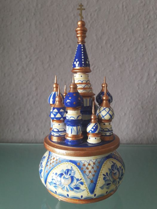 Beautiful, finely crafted Russian music box - hand-made (Melody