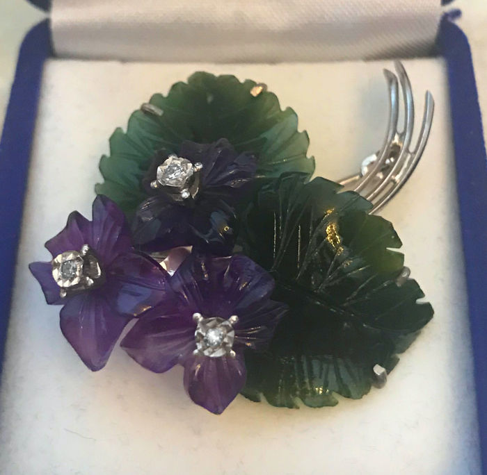"""Brooch pendant """"bouquet of flower"""" of amethyst flowers with tourmaline leaves with 3 diamonds approx. 0.10 ct made of 585 gold / 14 KT, Andreas Daub"""