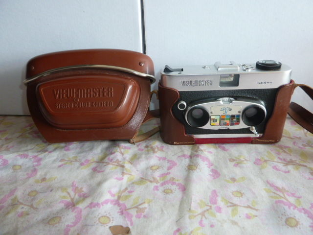 Sawyer's Stereo Color View - Master with its leather case