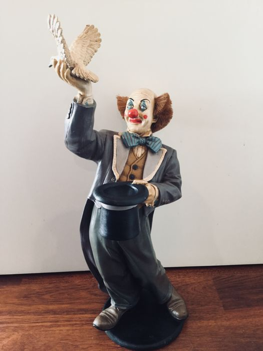 Clown Holding a Bird Sculpture Signed Jan Asilo - 68 cm