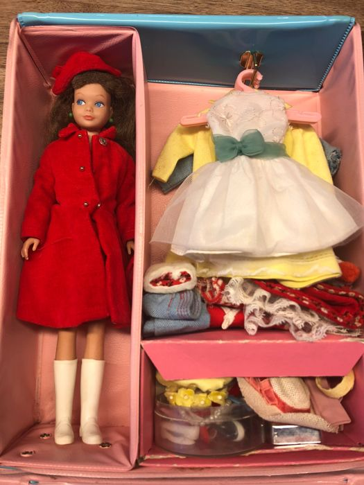 Junior Miss Wardrobe Case with Skipper doll and accesories