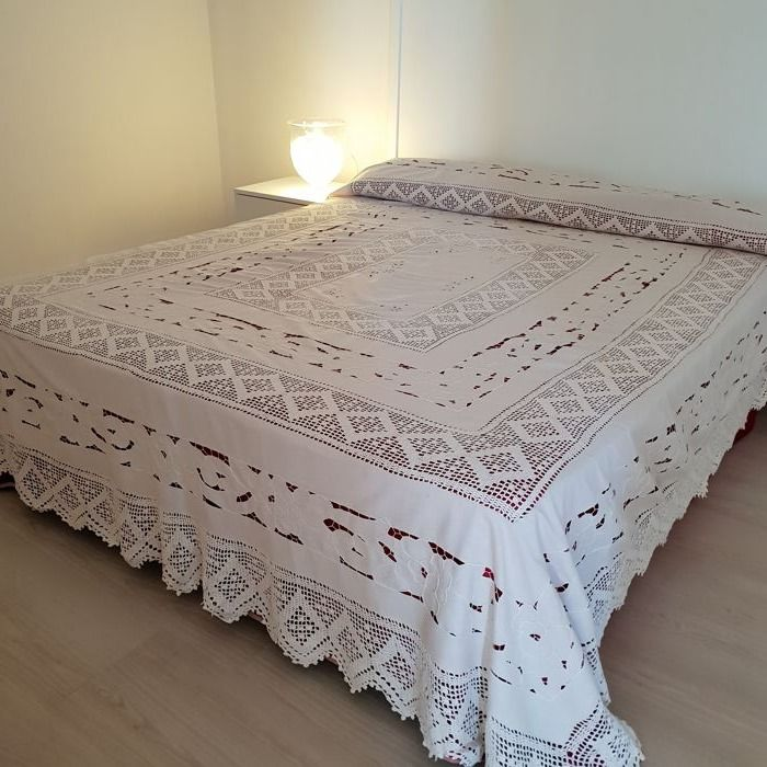 Hand-crafted bedspread - Italy - linen blend