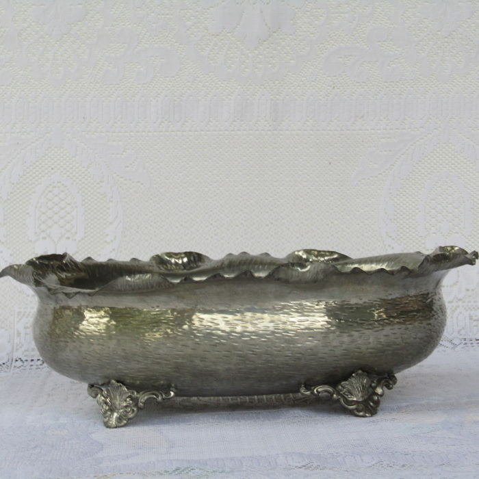 Pewter centrepiece with 4 feet - depicting floral motifs