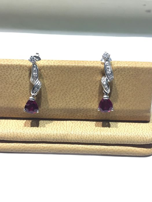 18 kt gold earrings with diamonds and tourmaline - 2.2 x 0.04 cm