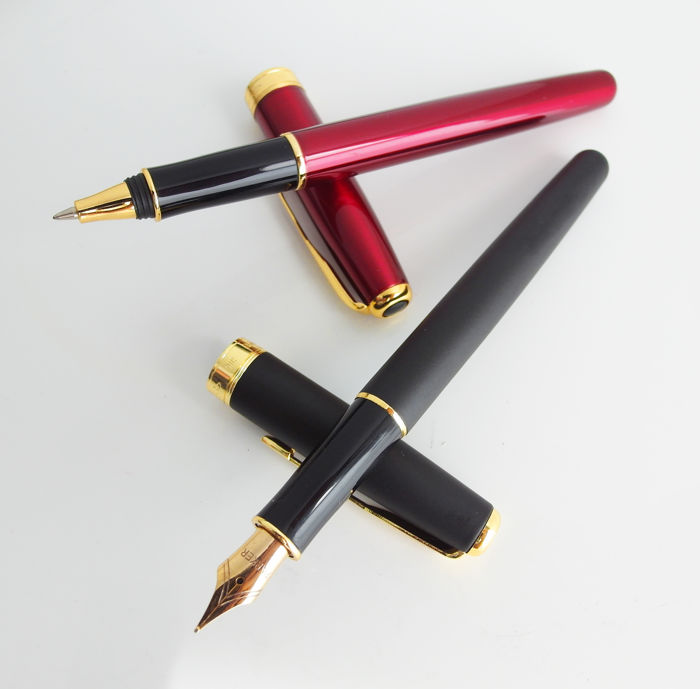 Parker: red high-gloss rollerball and matt-black fountain pen with beautiful nib, both have gilded accents (P251)