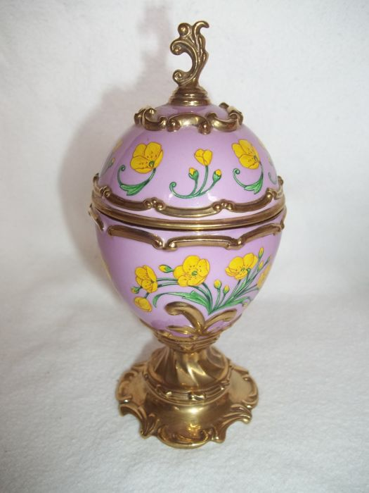 House of Fabergé handmade gold-plated fine porcelain Musical Egg - Buttercup - Plays Tchaikovsky's Tonight we Love - Very good condition.