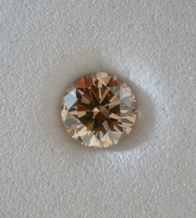 "Round diamond, VS2 ""Fancy Dark Yellowish Brown"" known as ""champagne"", GIA, 0.41 ct"